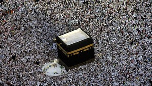 Vista aérea de los peregrinos alrededor de la Kaaba, en la Gran Mezquita de la Meca, durante el Haj.