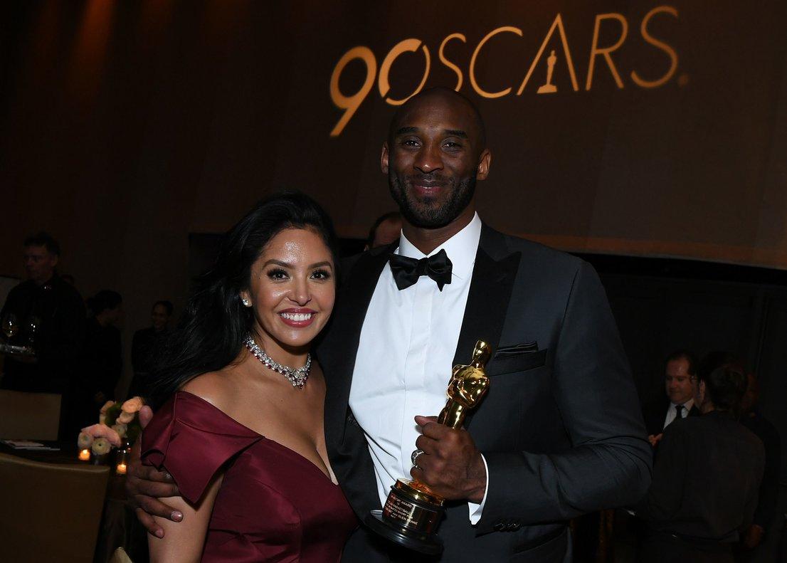 Kobe Bryant junto a su esposa Vanessa en la última gala de los premios Oscar.