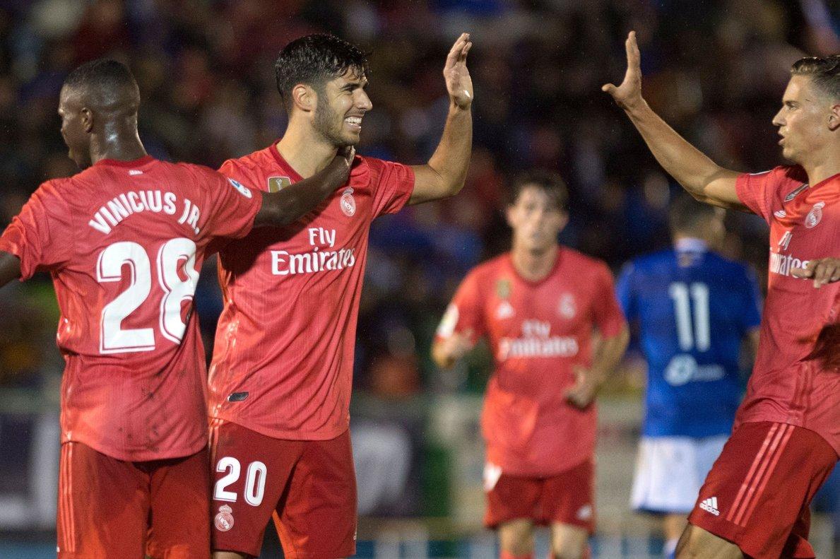 Los jugadores del Real Madrid celebran uno de los goles en Melilla.