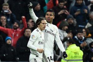 Casemiro (d) y Modric, goleador del Madrid ante el Sevilla.