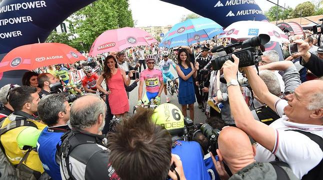 Alberto Contador, a punt dagafar la sortida de la setena etapa, aquest divendres, malgrat la caiguda que va patir ahir.