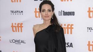 Angelina Jolie, este lunes, en el Festival de cine de Toronto, en la presentación de la película que produce y dirige Se lo llevaron: recuerdos de una niña de Camboya.