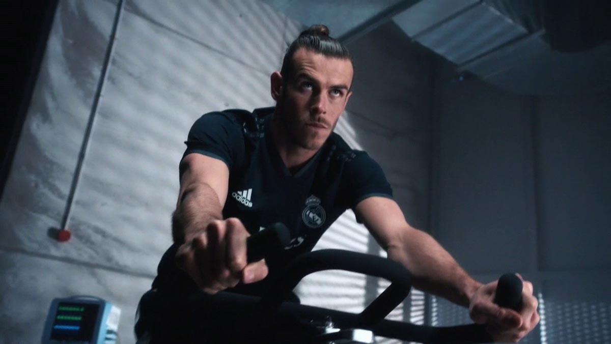 Bale, imagen de la nueva camiseta del Real Madrid,presentada junto a Karim Benzema, Toni Kroos y Nacho Fernández.