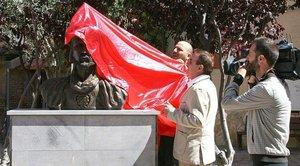 Un regidor de Vox retira una estàtua d'Abd al-Ra¿m¿n III a Cadrete