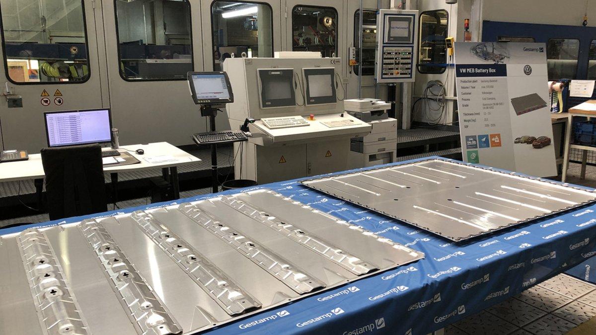 Cajas para baterías de vehículos eléctricos.