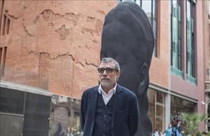 El escultor Jaume Plensa en frente a su escultura Carmela , este viernes.