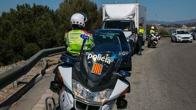Una mañana de patrulla con coche Espiell, o camuflado, de los Mossos dEsquadra en las carreteras.