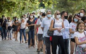 Colas de ciudadanos en la Ciudad de la Justicia de Valencia.