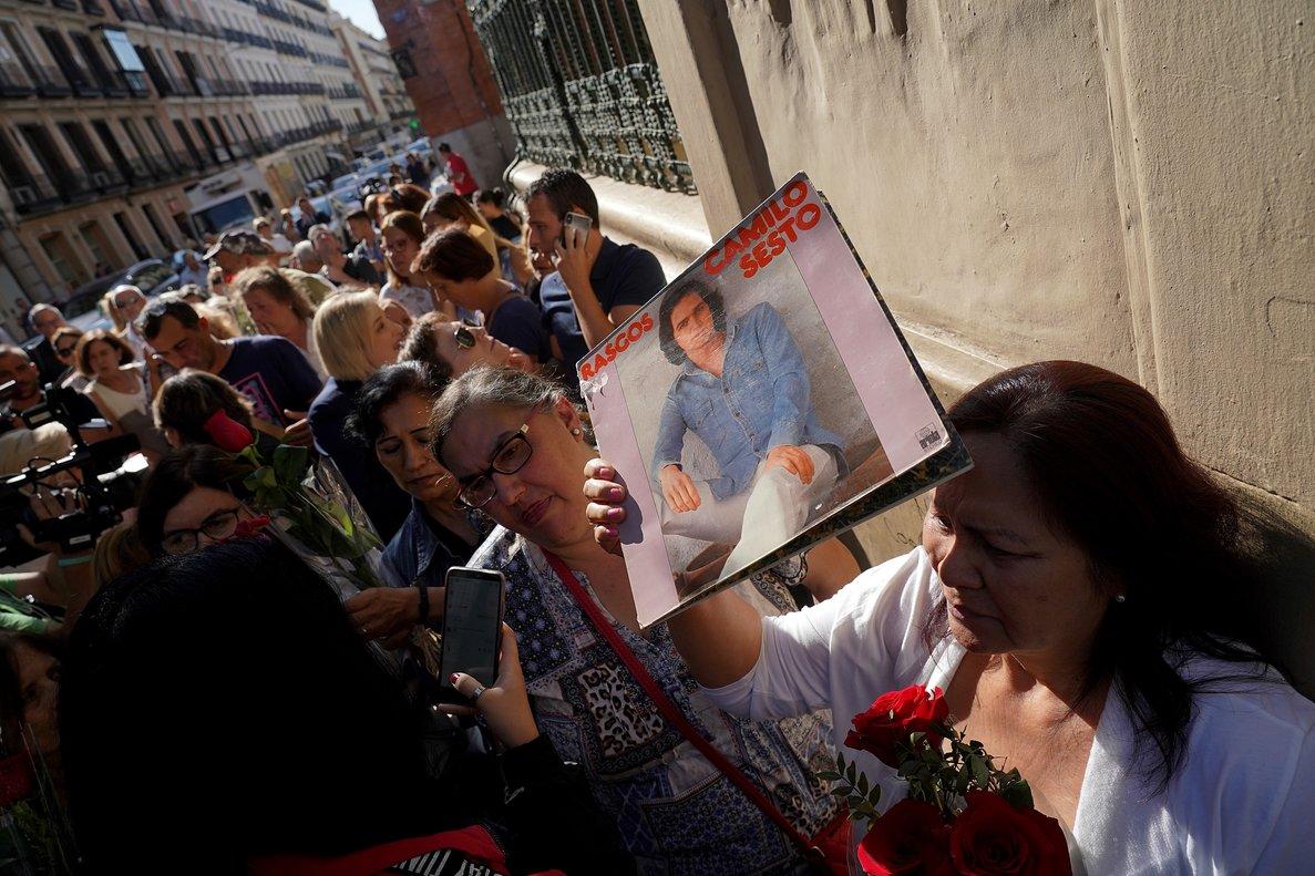 Colas en las puertas de la SGAE para despedir a Camilo Sesto.