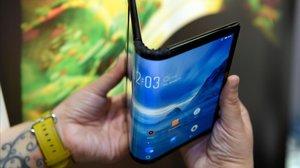 Concepto de móvil plegable de la empresa Royole mostrado en el Mobile World Congress de Barcelona.