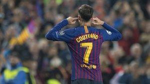 Coutinho se tapa los oídos tras marcar el 3-0 al United dirigiéndose al Camp Nou.