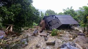 Daños causados por las inundaciones en la provincia de Hoa Binh, en el norte de Vietnam.