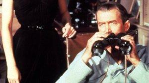 El actor James Stewart en la película 'La ventana indiscreta'
