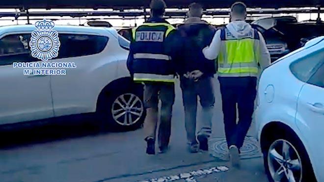 Detienido en Madrid un hombre fugado buscado por violar a mujer hace 15 años en Portugal.