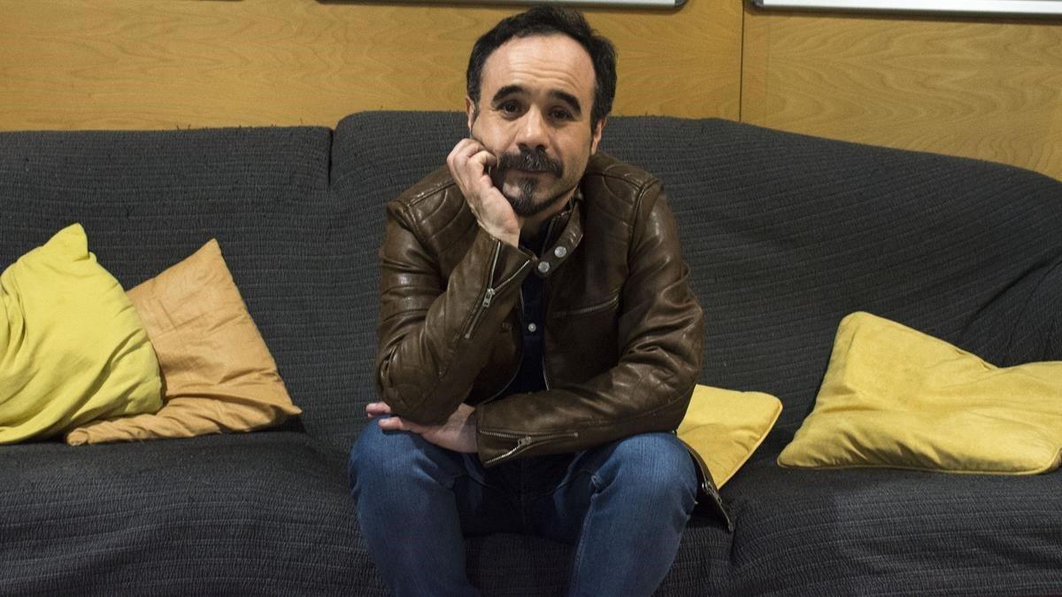 El director bilbaíno Koldo Serra, fotografiado esta semana en Barcelona, en la presentación de '70 binladens'