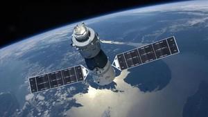 Simulación de la estación espacial china Tiangong 1 en órbita alrededor de la Tierra.