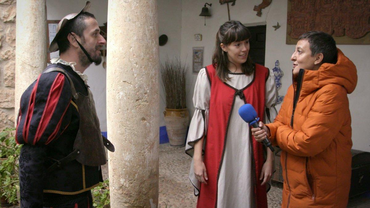 Eva Hache visitando El Toboso en 'La paisana'.