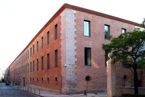 Fachada del Centro Cultural Conde Duque.