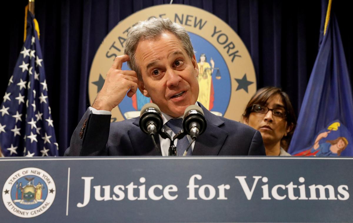 El fiscal general de Nueva York,Eric Schneiderman, durante la rueda de prensa en la que informó sobre la demanda federal contra Harvey Weinstein, el pasado febrero.