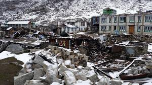 Fotografía de las ruinas del pueblo Kanjin Gompa, debastado tras el seísmo.