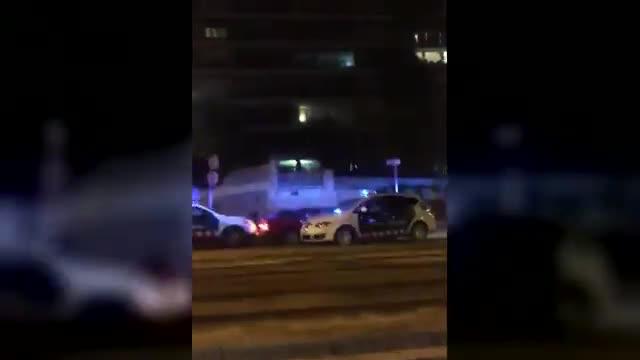 un hombre fallece cuando era perseguido por los mossos