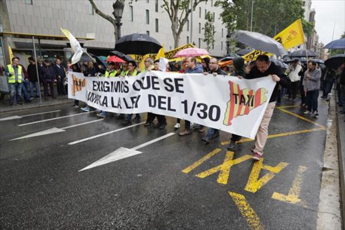 Huelga y manifestación de taxistas en Barcelona en abril del 2017.