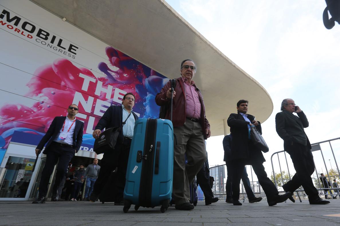 La alta afluencia de visitantes provoca que sectores como la hostelería, el turismo o el comercio precisen de refuerzos.