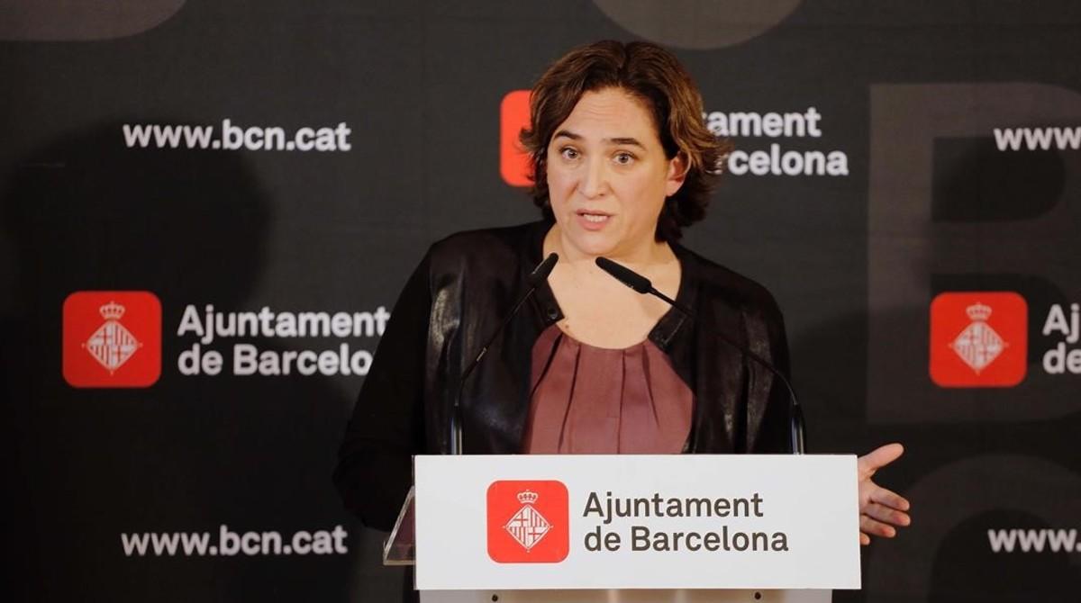 Colau impone cuatro multas de 315.000 euros a la Sareb, el BBVA y el Santander por tener pisos vacíos