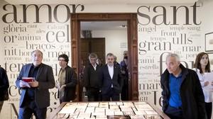 Joan Roca, Oriol Izquierdo y Jaume Collboni y Tomàs Morató, de izquierda a derecha, presentan la Casa Verdaguer de la Literatura.