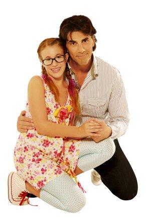Juan Darthés, con Laura Esquivel, protagonistas de la serie de Disney Patito Feo.
