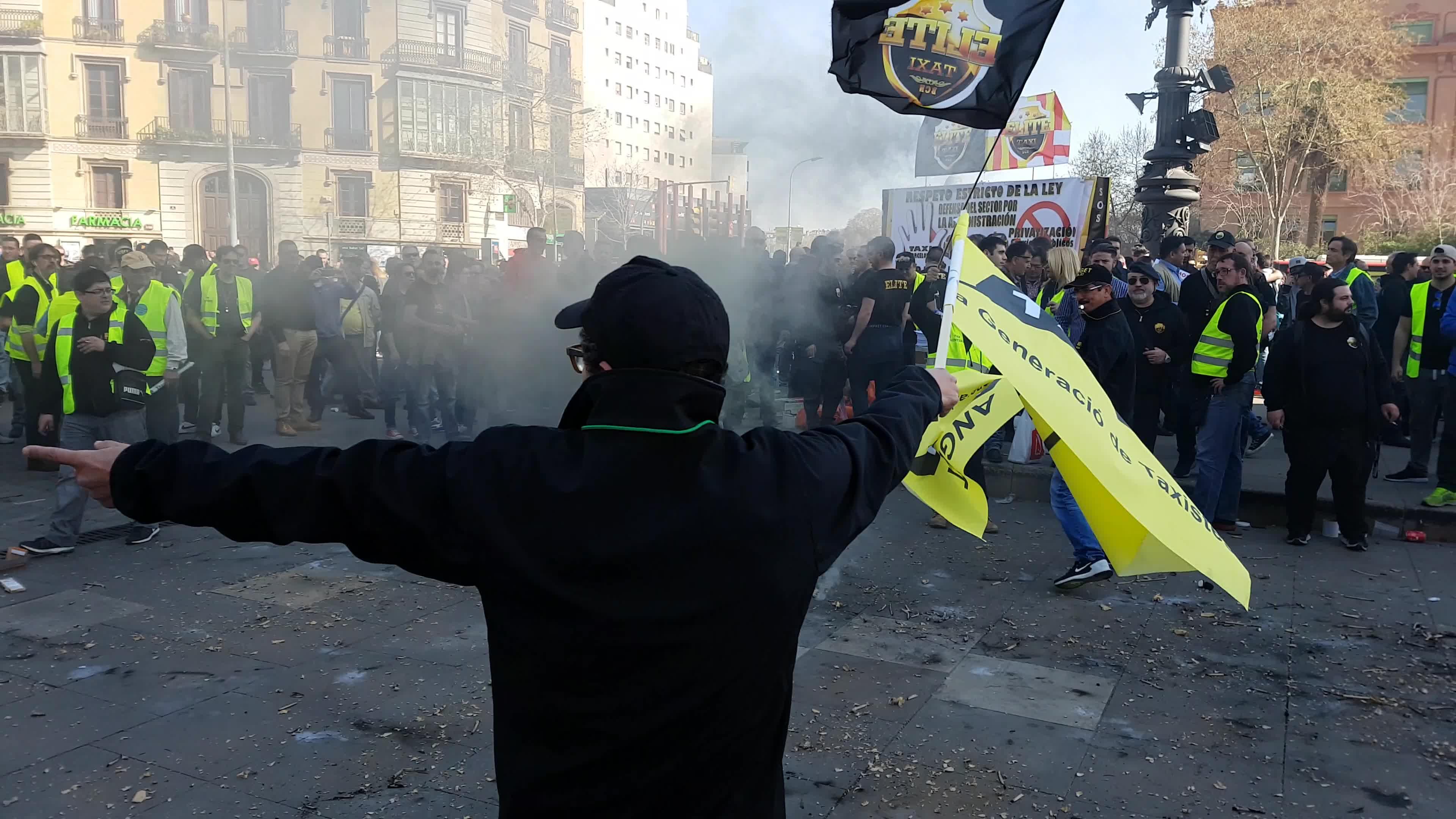 Los taxistas se manifiestan en el Arc de Triomf