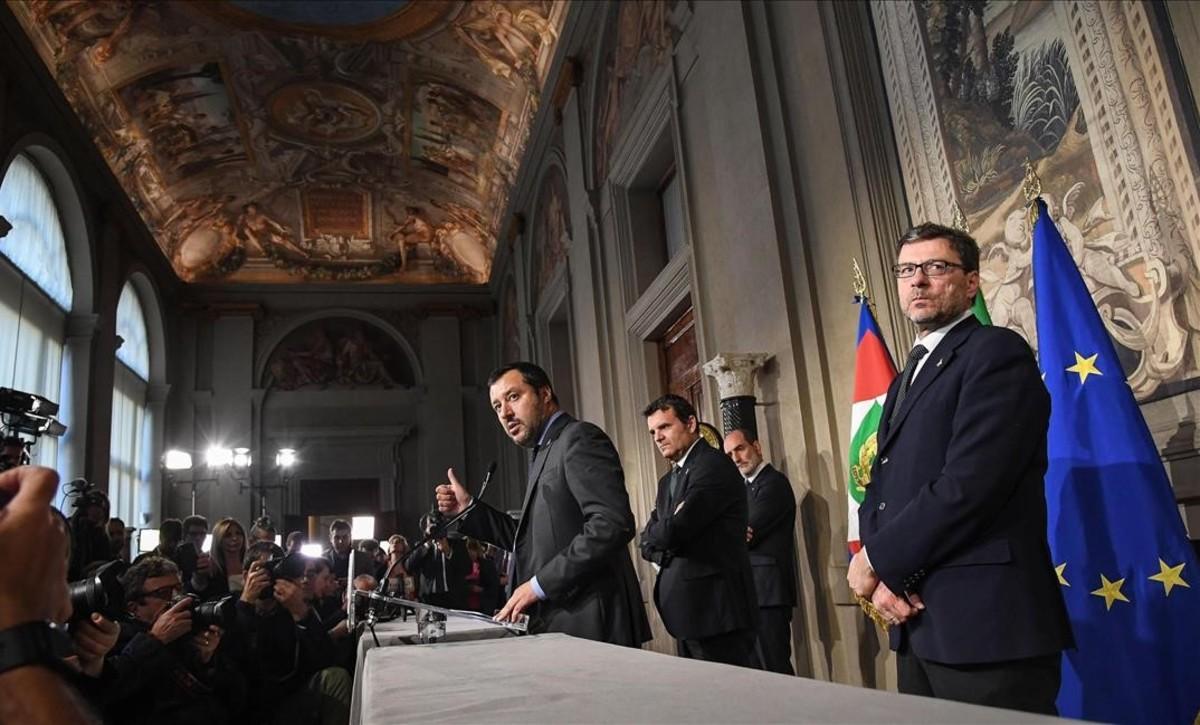 El líder de la Liga, Matteo Salvani, en una rueda de prensa tras reunirse con el presidente italiano Sergio Mattarella.