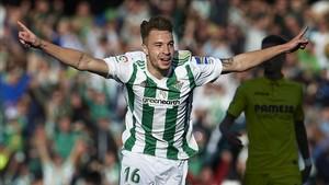 Loren celebra un gol al Villarreal.