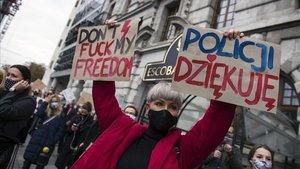 Manifestacion en Varsoviacontra las nuevas restricciones de la ley del aborto en Polonia.
