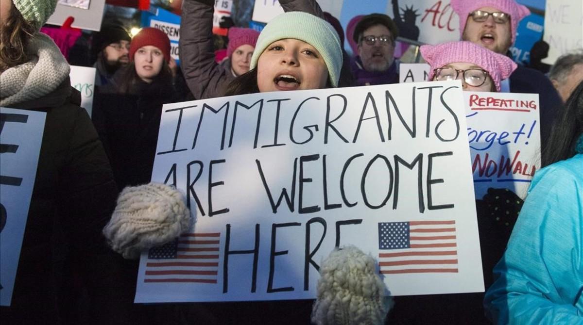Manifestantes protestan contra la orden antiinmigración decretada por Trump, en Washington, el 30 de enero.