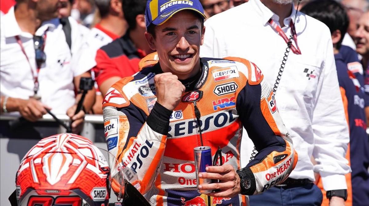 Marc Márquez (Honda) celebra, muy eufórico, la conquista de su novena pole consecutiva en Alemania.