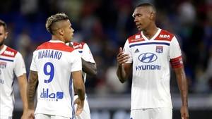 Mariano junto a Marcelo en el partido que jugó el Olympique de Lyón ante el Estrasburgo.