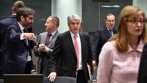 El ministro de Exteriores español, Alfonso Dastis, a su llegada a la reunión con sus homólogos Europeos este lunesen Bruselas.