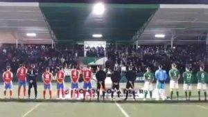Momento en que sonaba el himno franquista en el partido entre el CD El Álamo y el Pedroñeras.