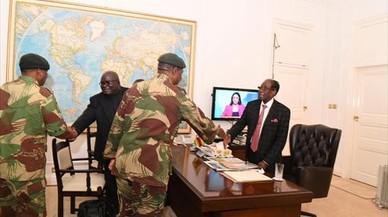 Mugabe renuncia a la presidencia de Zimbabue tras 37 años en el poder