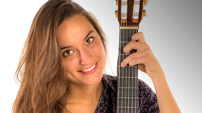 L'artista catalana interpreta 'Nelita' en acústic directe.