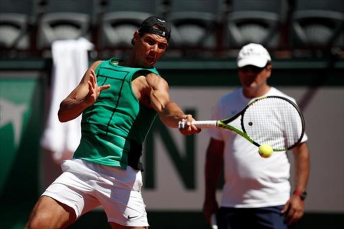 Nadal , en su primer entrenamiento en Roland Garros, el jueves.