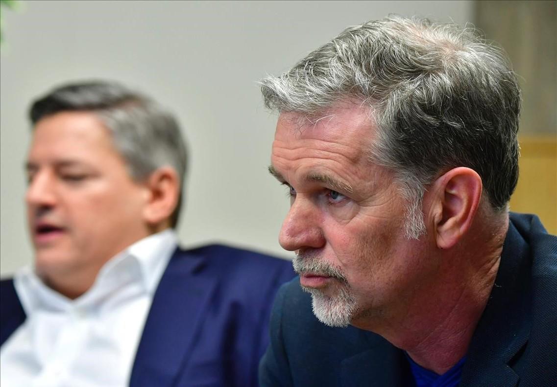 Ted Sarandos y Reed Hastings, director de contenidos y fundador y CEO de Netflix, en la presentación de nuevas producciones de la plataforma de streaming, en Berlín.