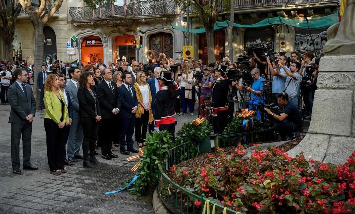 Ofrenda floral al monumento de Rafael Casanova por parte del presidente de la Generalitat, Quim Torra.