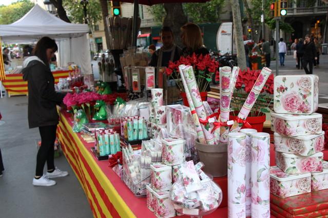 Otro punto de venta de rosas, en Rambla de Catalunya.