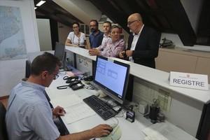 PARLAMENT Los diputados de JxSí y la CUP registran la ley del referéndum.