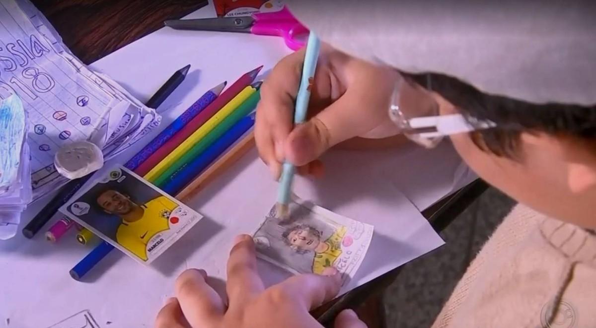 Pedro Henrique Blaco, un niño de ocho años de São Paulo (Brasil) dibuja su propio álbum del mundial
