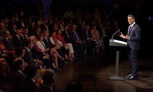 Pedro Sánchez, junto a algunos de sus ministros, hace balance de sus primeros 100 días de Gobierno.