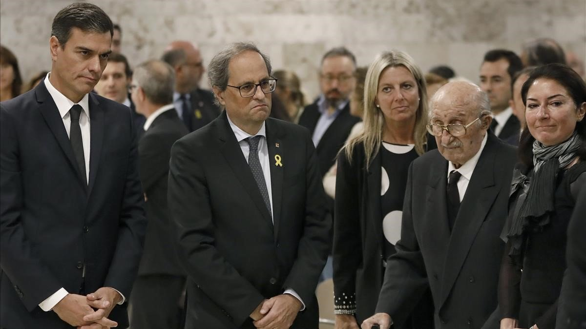 Pedro Sánchez y elpresident Quim Torra junto a Bernabé Martí y su hija Montse MartíCaballé.