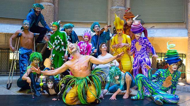 Cirque du Soleil presenta su espectáculo Varekai en La Pedrera de Barcelona.